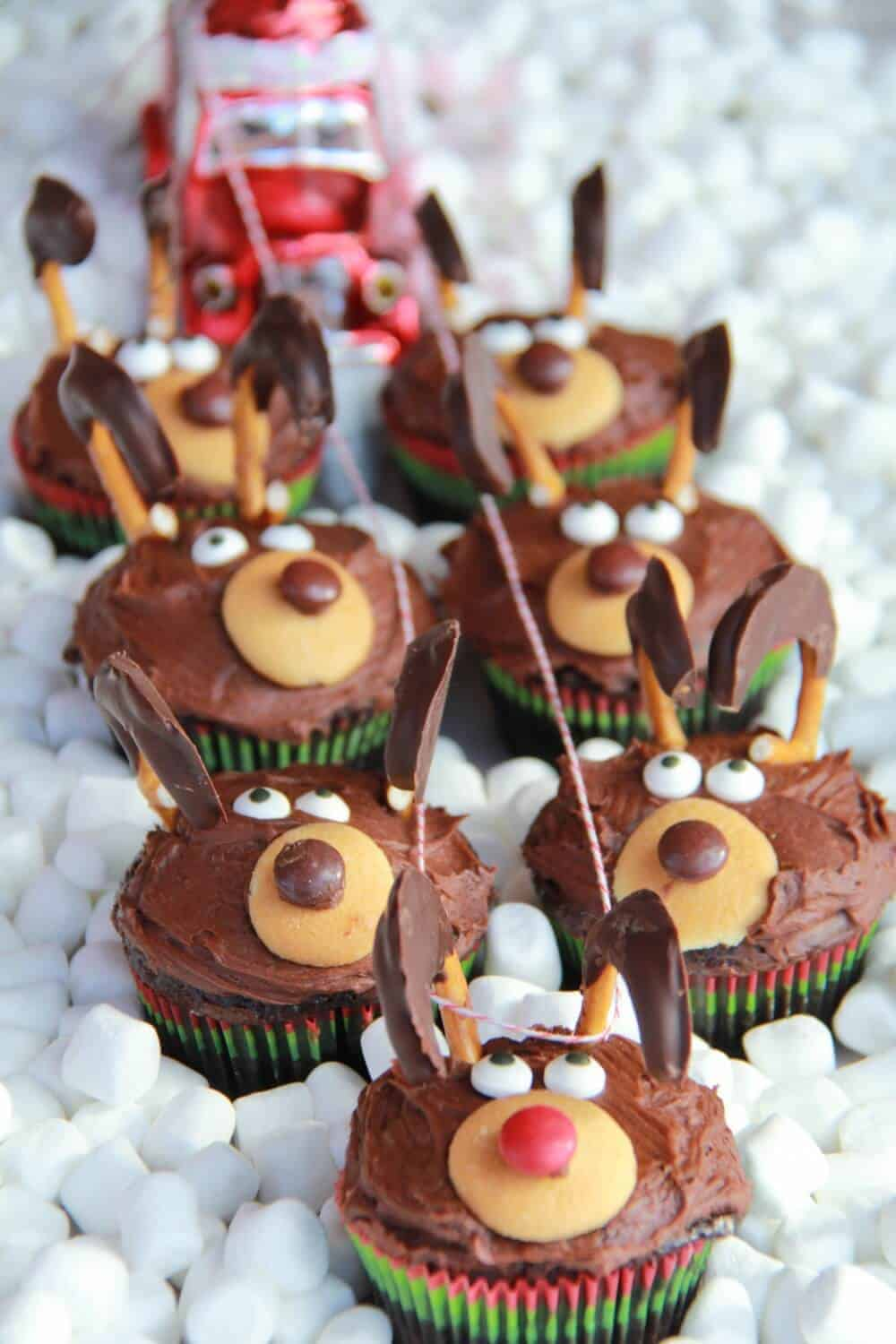 Christmas Themed Cakes Pictures.Chocolate Reindeer Cupcakes