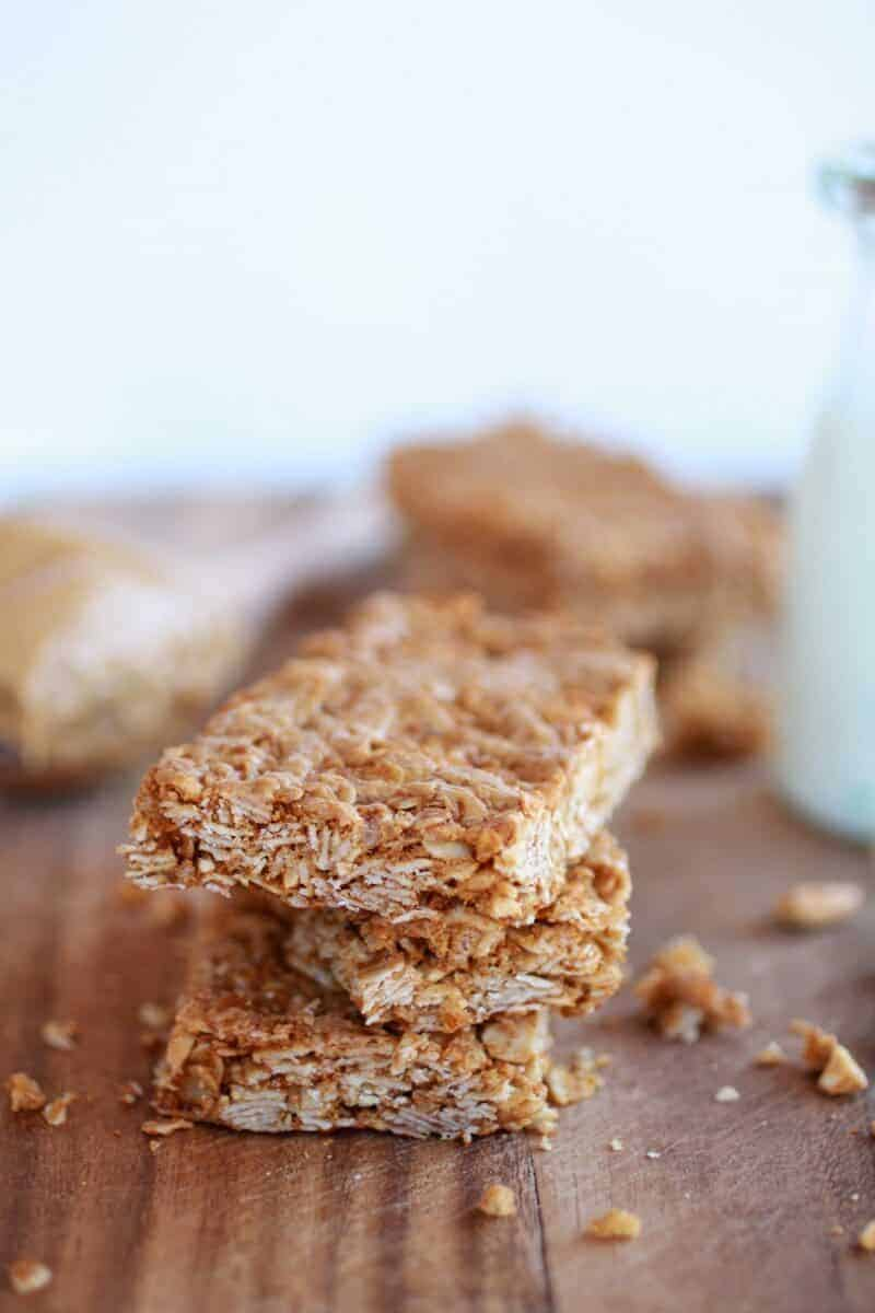 Crunchy Oatmeal Peanut Butter Oats 'n Honey Bars | https://www.halfbakedharvest.com/