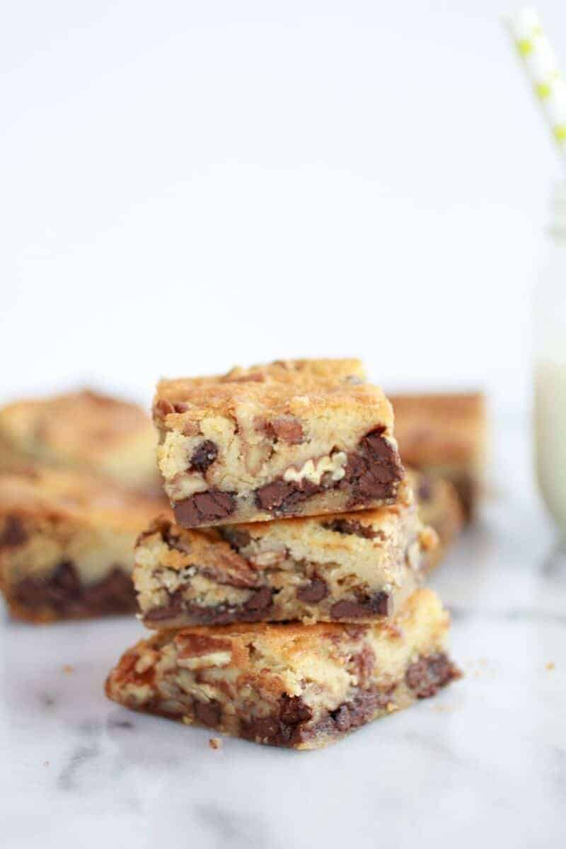 Chocolate Chip Cookie Kentucky Derby Pie Bars! Oh yes, I am totally ...