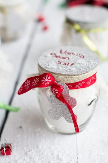 Homemade Holiday Gifts: Vanilla Bean Salt + Vanilla Bean Sugar