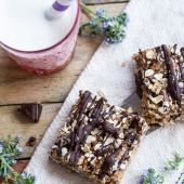 Healthy No-Bake Salted Dark Chocolate Chunk Oatmeal Cookie Bars.-1