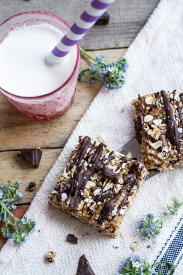 Healthy No-Bake Salted Dark Chocolate Chunk Oatmeal Cookie Bars.