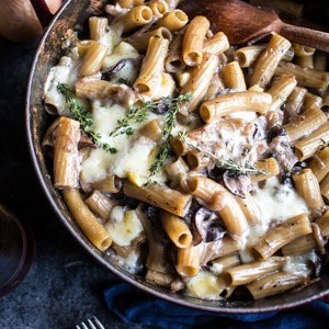 One-Pot Creamy French Onion Pasta Bake + Video.