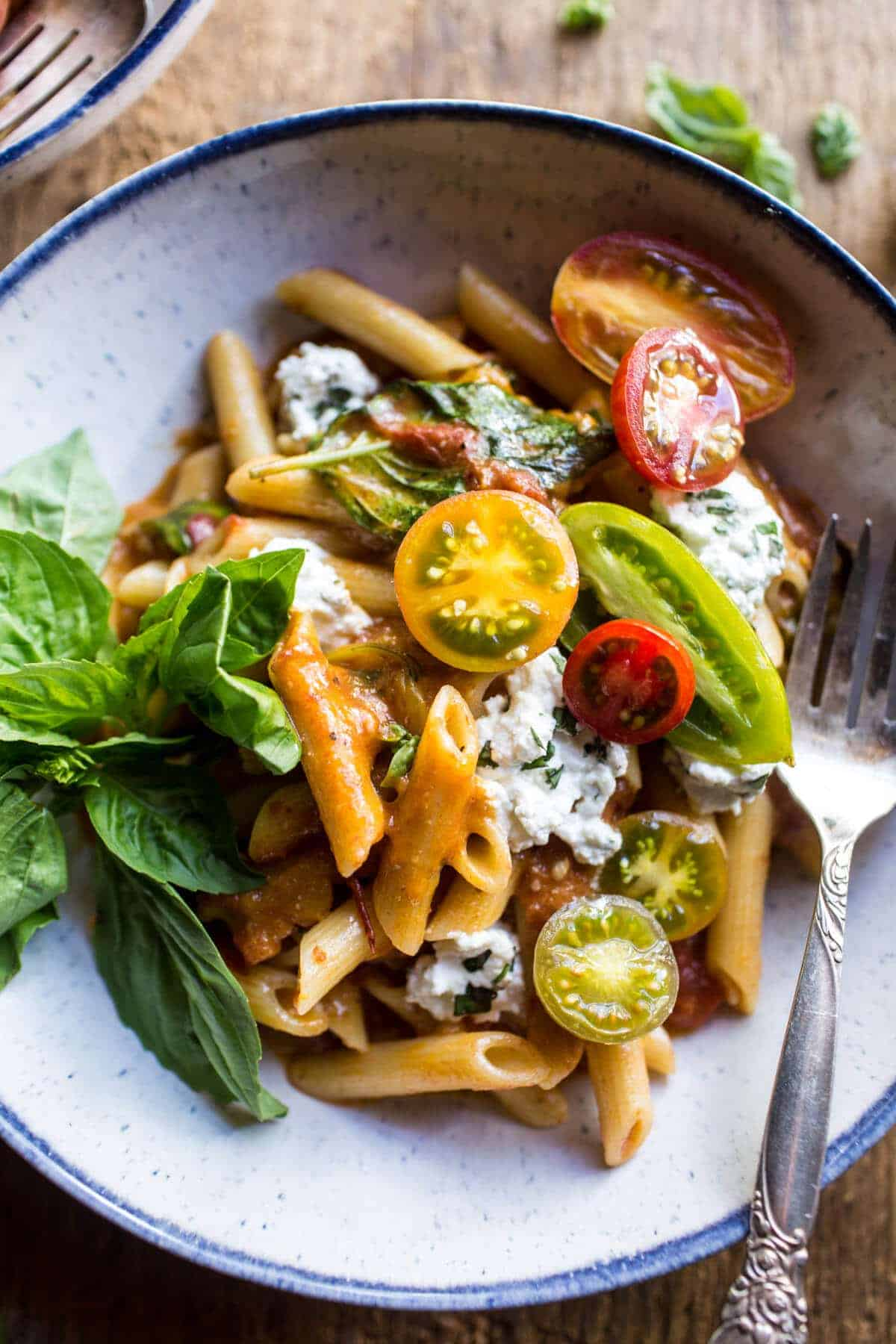 Heirloom Tomato Pomodoro Penne Pasta | halfbakedharvest.com @hbharvest