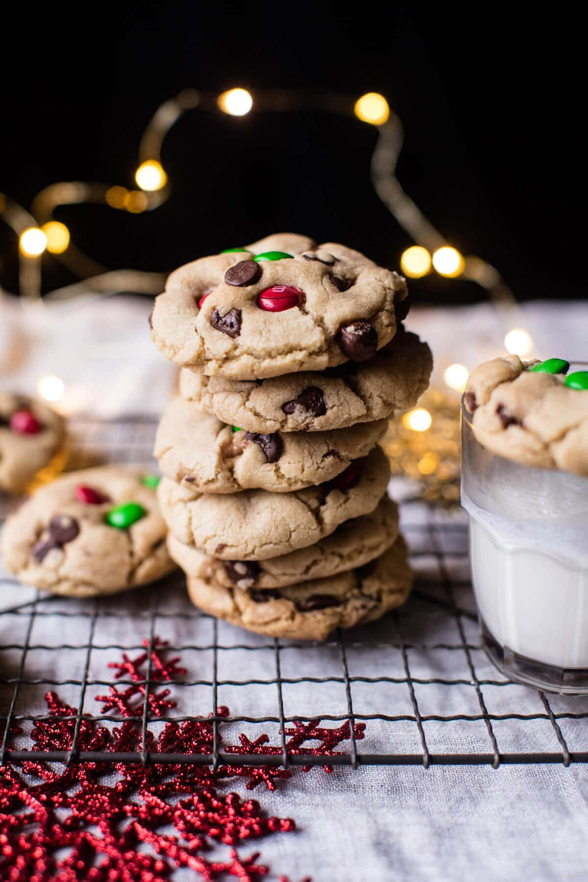 Christmas Chocolate Chip Cookies | halfbakedharvest.com @hbharvest