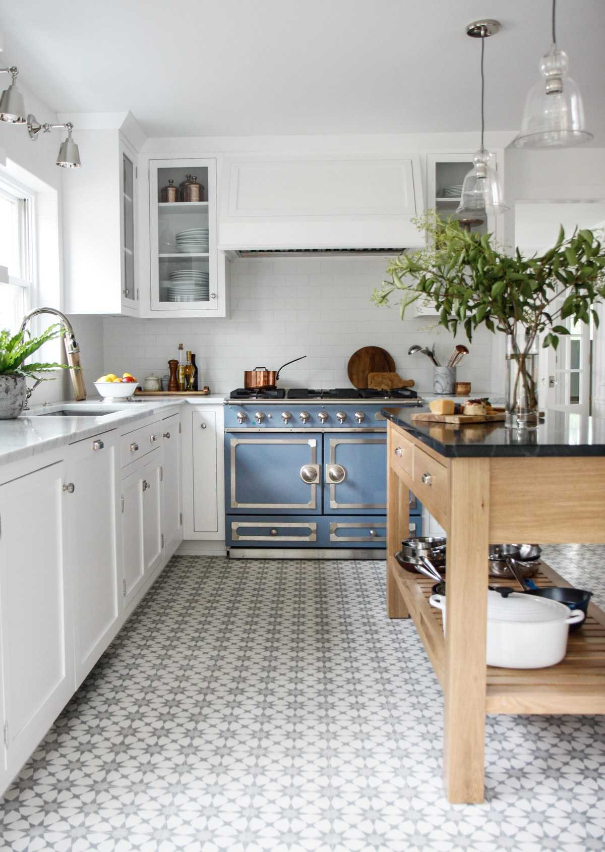 French Style Kitchen via @parkandoak