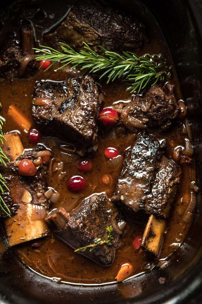 Red Wine Cranberry Braised Short Ribsin slow cooker
