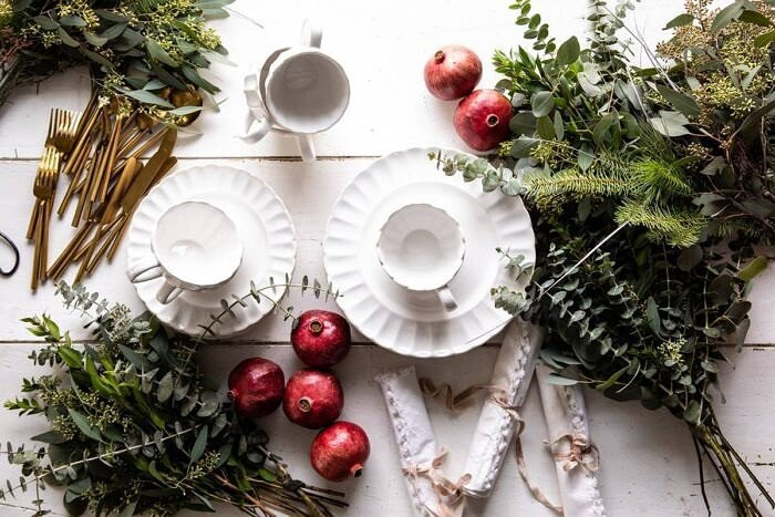 An Easy Christmas Tablescape |