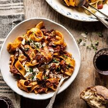 Slow Cooker Red Wine Sunday Ragù Pasta.
